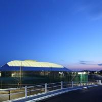 インドアテニスコート場夜景