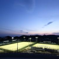 テニスコート夕景