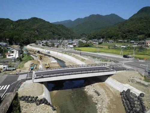 那智山勝浦線(川関橋)橋梁災害復旧外合併工事